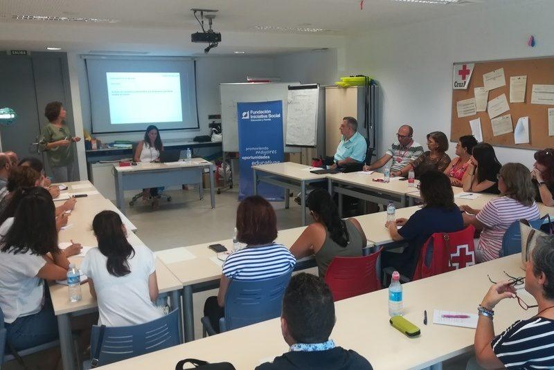 Sessió de formació per a voluntaris de Creu Roja i propis a Alacant